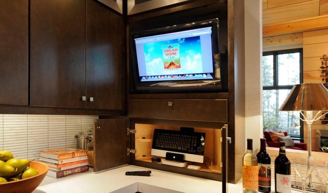Телевизор на кухню: как выбрать размер и модель