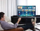 Мужчина перед телевизором