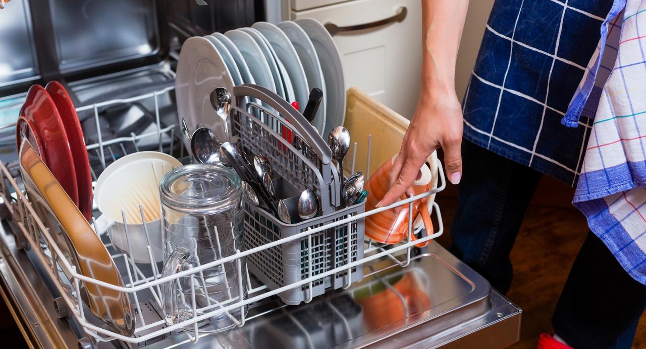 Что делать, если в посудомоечной машине не уходит вода