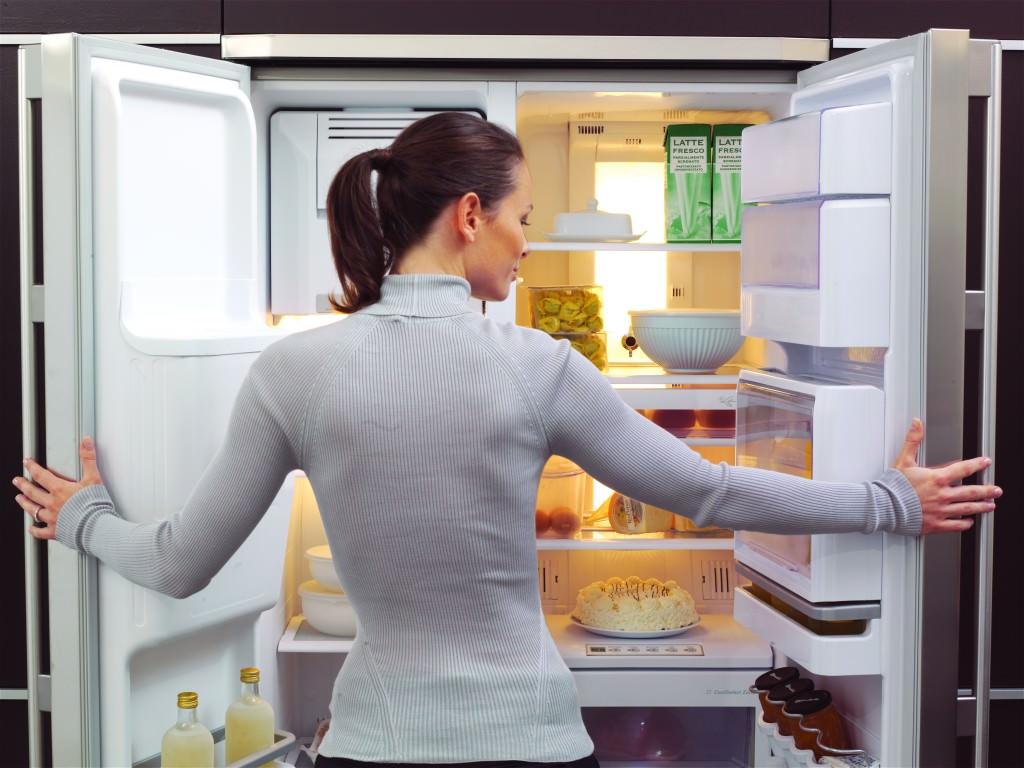 Как устранить неприятный запах из холодильника народными средствами