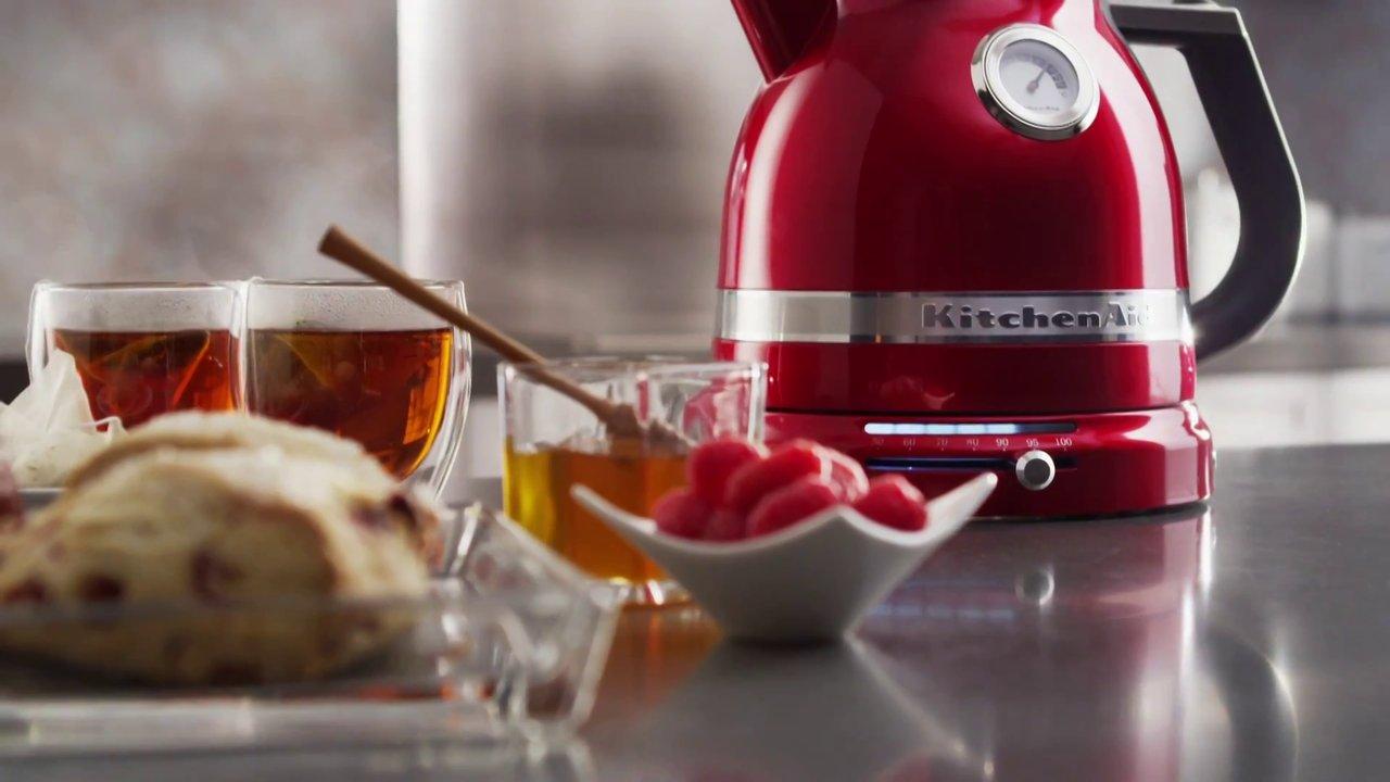 Чайник пахнет пластмассой: причины и способы устранения запаха