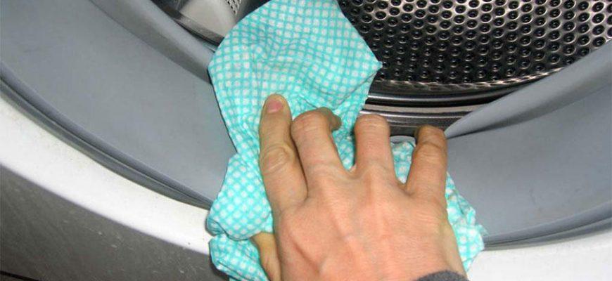Протирание резиновых деталей стиральной машинки-автомата