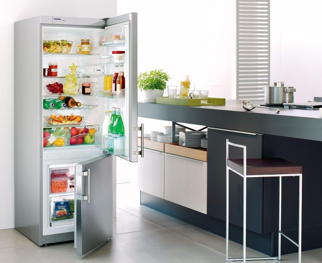 Как удалить запах из холодильника народными средствами