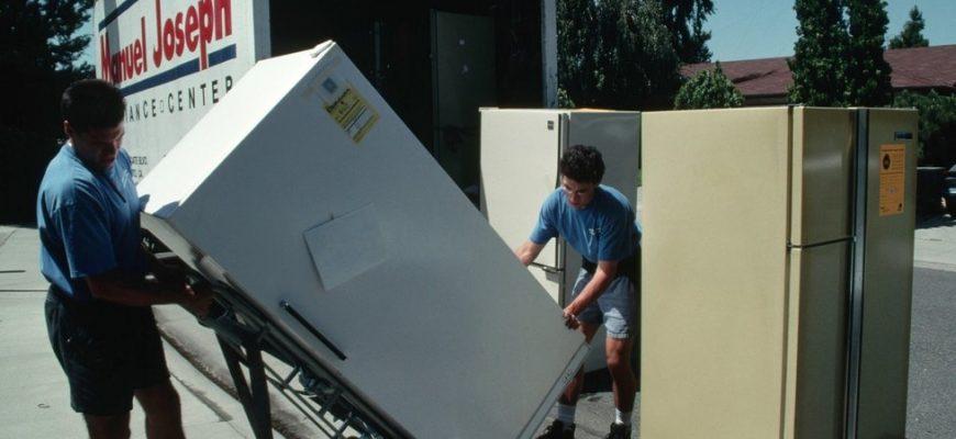 Как правильно перевезти холодильник с места на место
