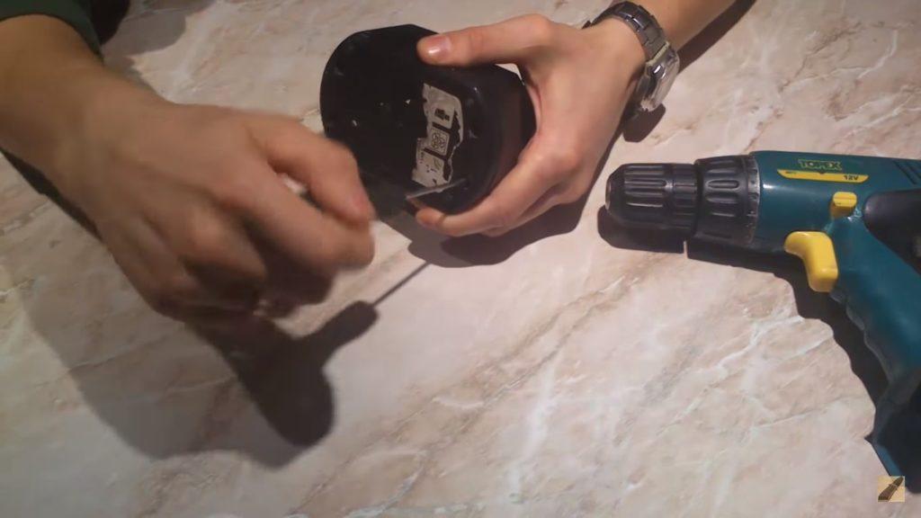 Разборка аккумуляторного блока