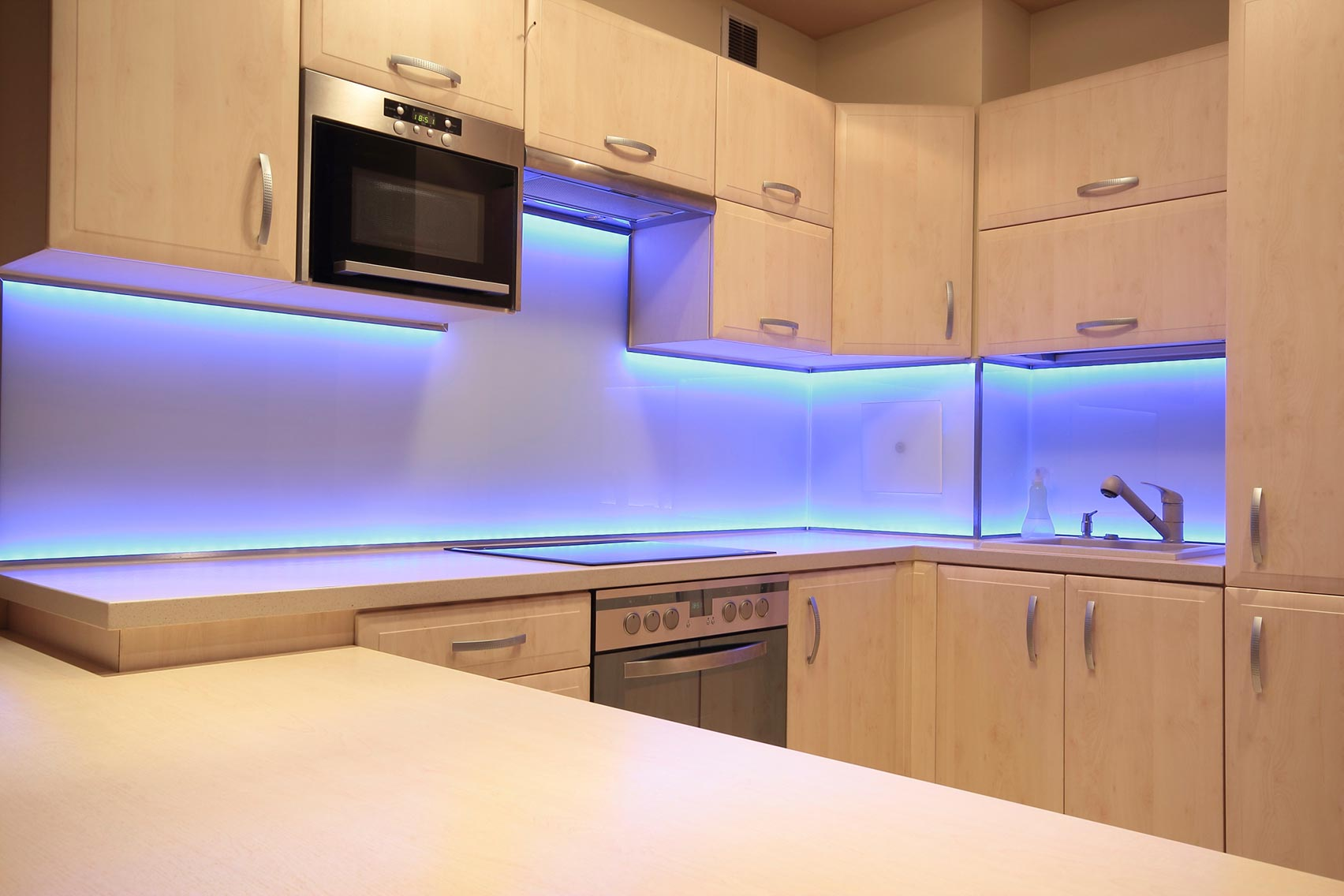 Подсветка кухни с помощью светодиодной ленты