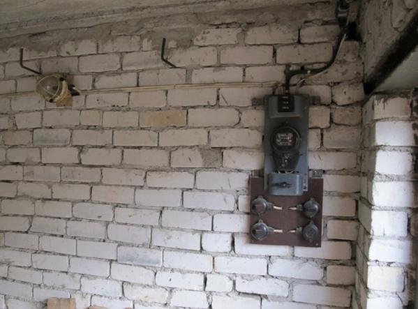 Электропроводка в здании из кирпича