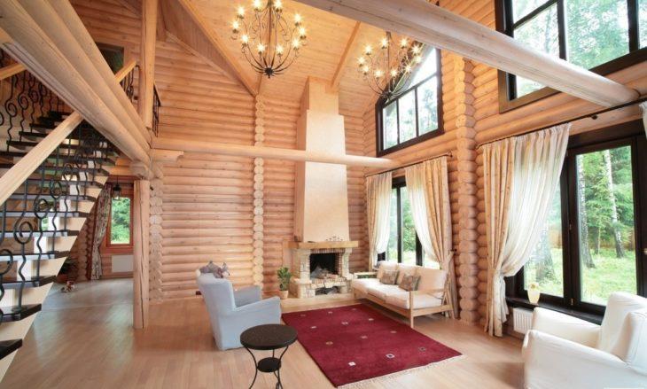 Холл деревянного дома со вторым светом