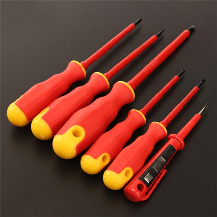 Инструмент с изолированными ручками