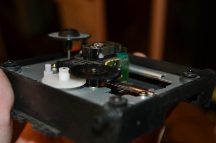 Лазерная головка в музыкальном центре