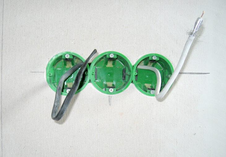 Разметка стен для установки розетки