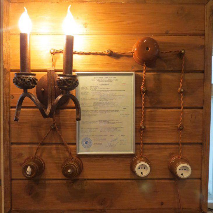 Винтажная проводка в деревянном доме