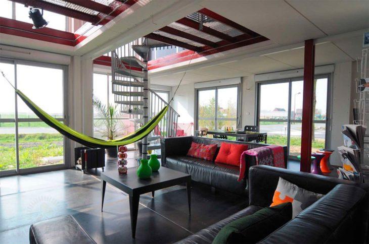 Винтовая лестница в доме из СИП-панелей