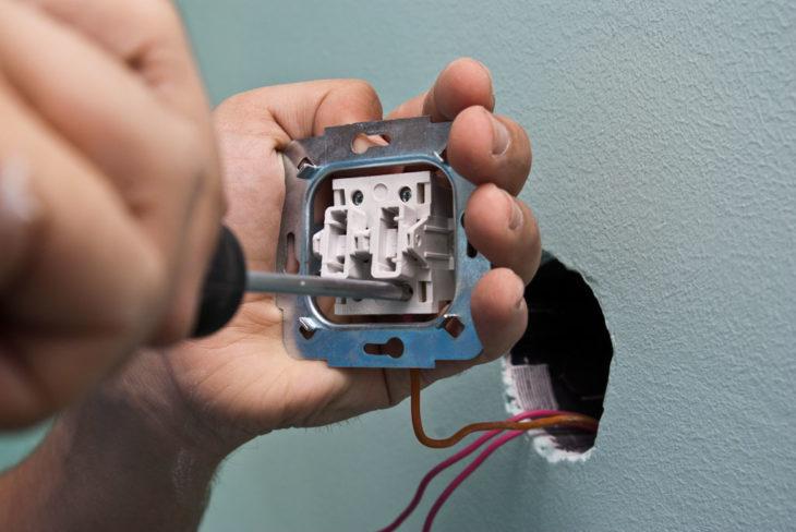 Фото: подключение контактов к выключателю