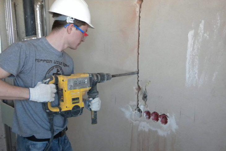Фото: штробление стены под электропроводку