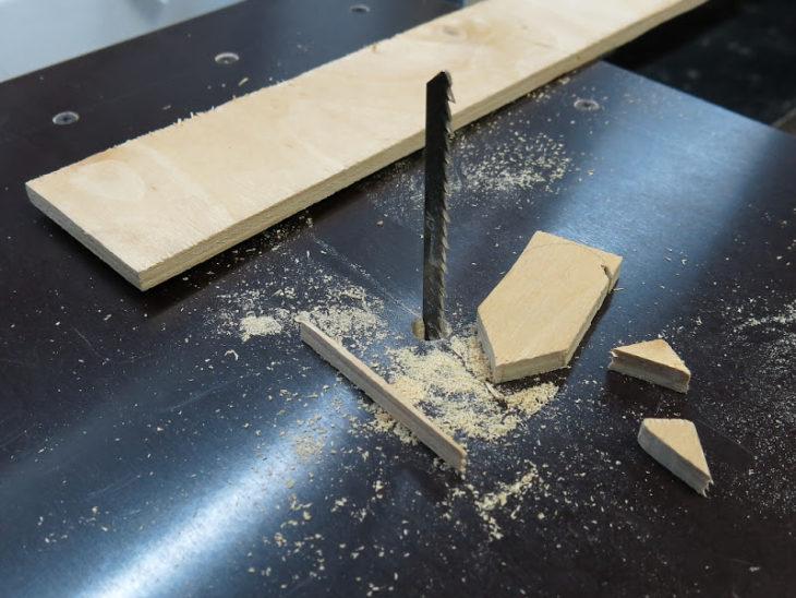 Готовый стол с лобзиком