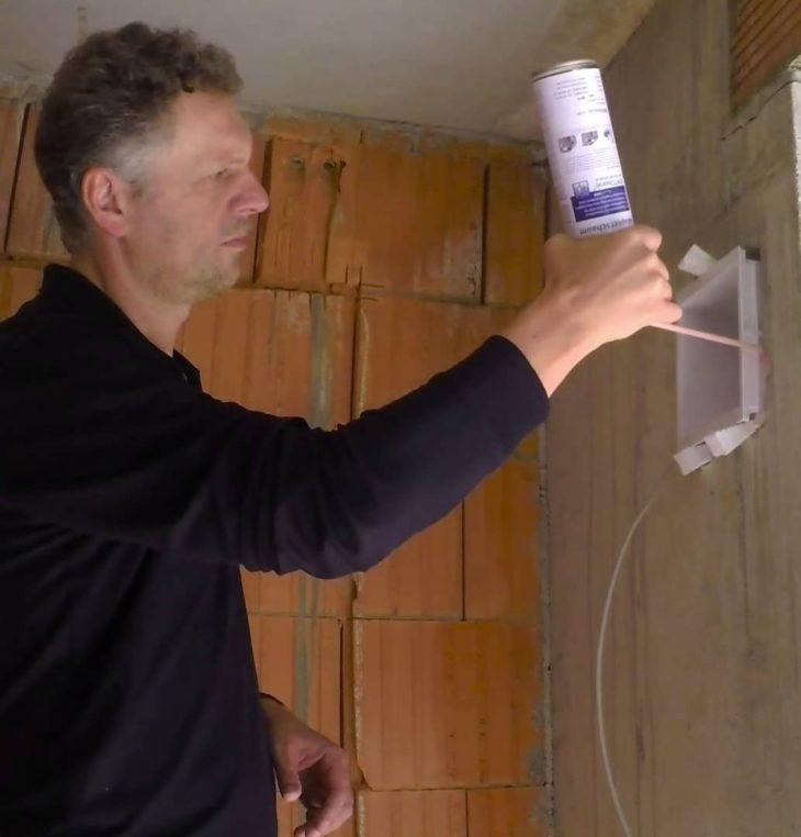 Герметизация отверстия в стене