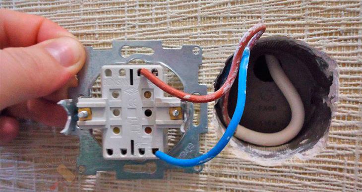 Подключение проводов к выключателю