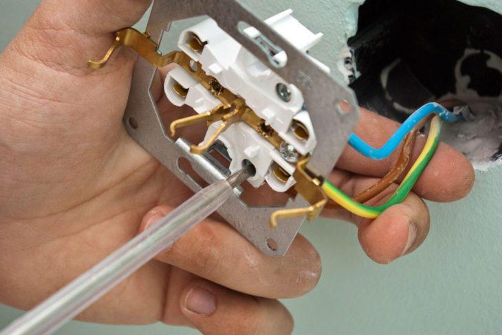 Подключение выключателя к розетке
