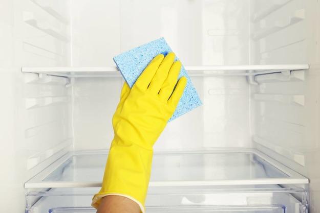 Уход за полочками холодильника