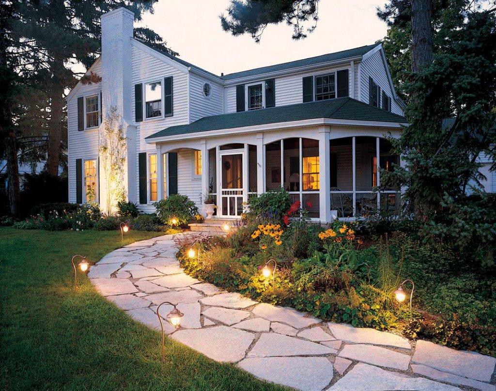 Декоративное освещение загородного дома: как правильно выстроить акценты