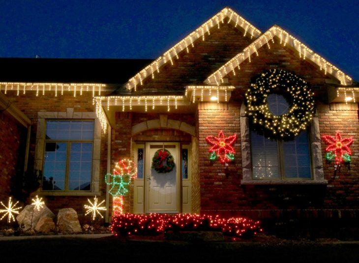 Новогоднее освещение загородного дома