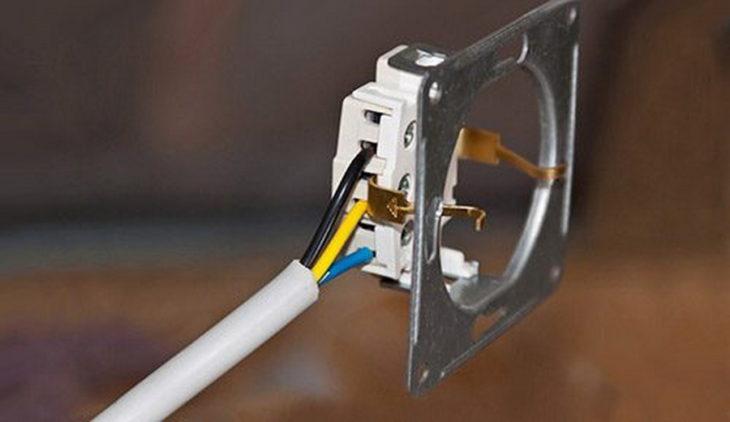 Подключение кабелей к трёхфазному выключателю
