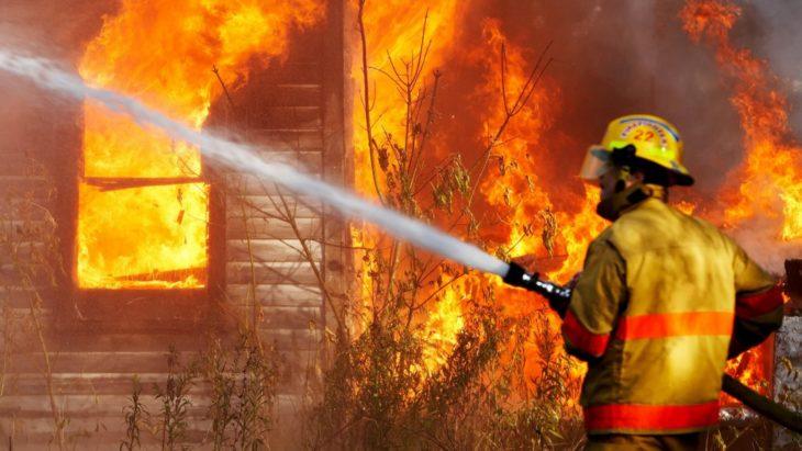 Пожар в деревянном доме