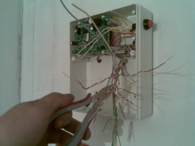 Прокладка и подключение проводов