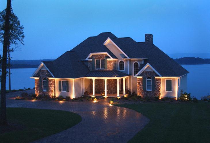 Скрытая подсветка фасада дома