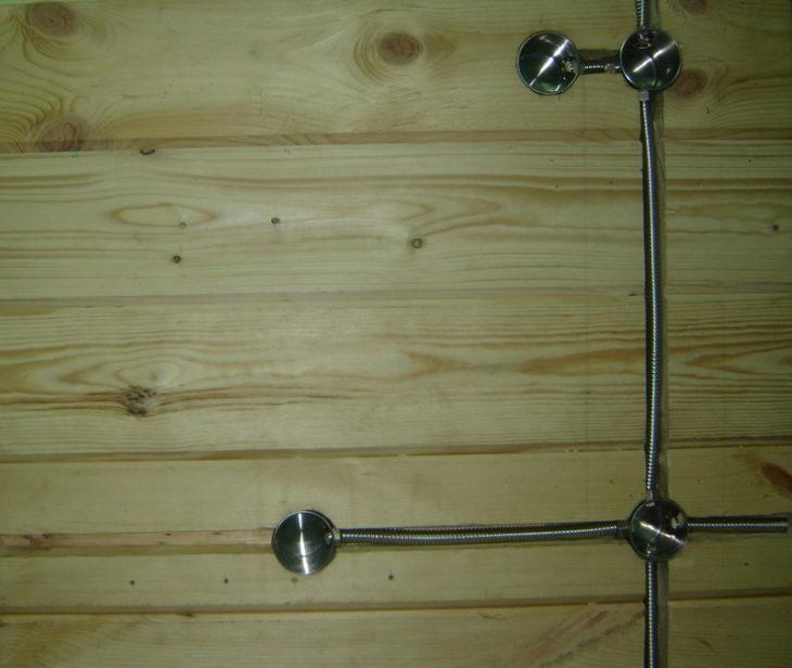 Скрытая проводка при помощи металлических труб