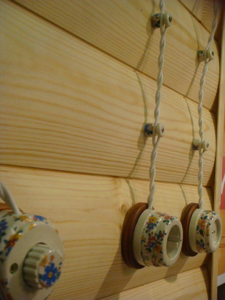 Внешняя электропроводка в деревянном доме