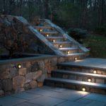 Встроенные светильники для подсветки лестницы