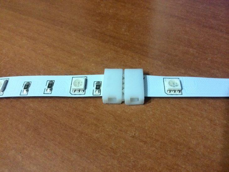 Защёлкнутый коннектор с лентами