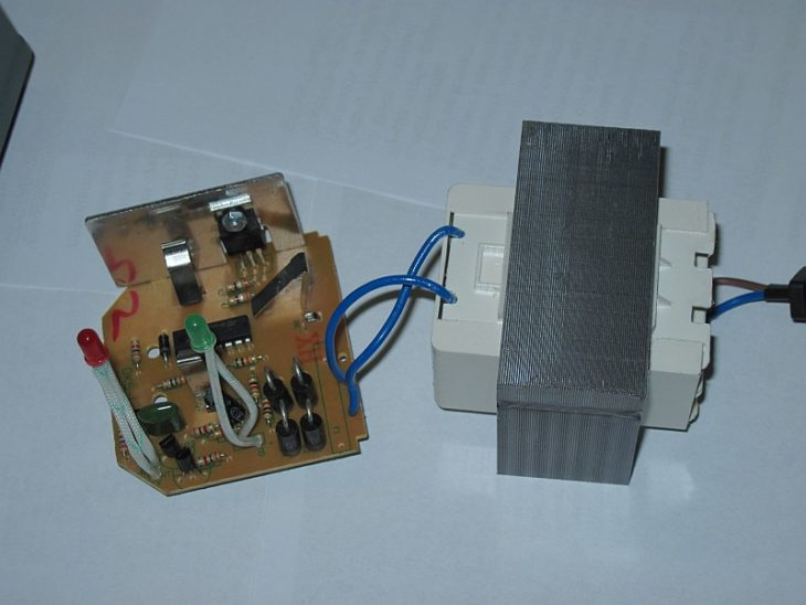 Зарядное устройство шуруповёрта