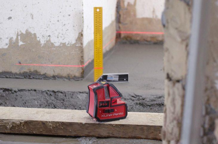 Кнопки управления строительным лазерным уровнем