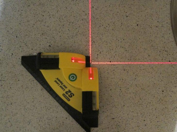 Строительный лазер с красным лучом