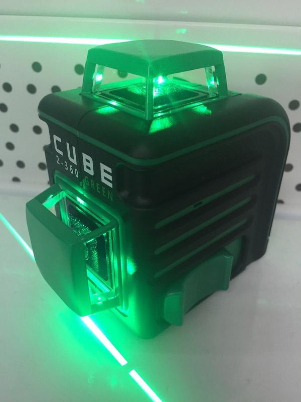Строительный уровень с зелёным лучом