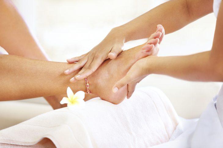 Ручной массаж ног