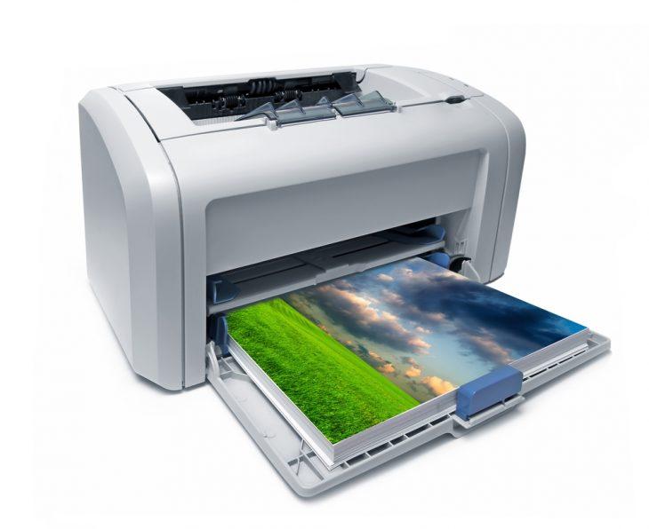 Струйный принтер печатает