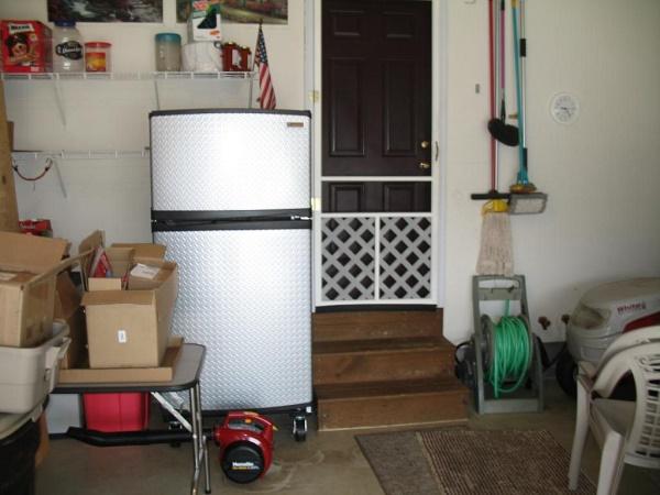 Холодильник в гараже