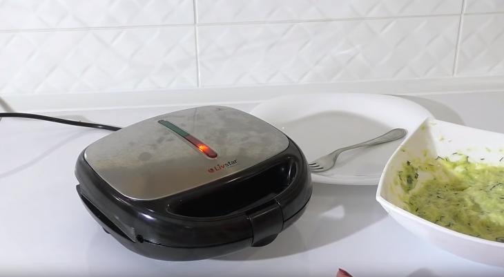 Приготовление вафель из кабачка: этап 9
