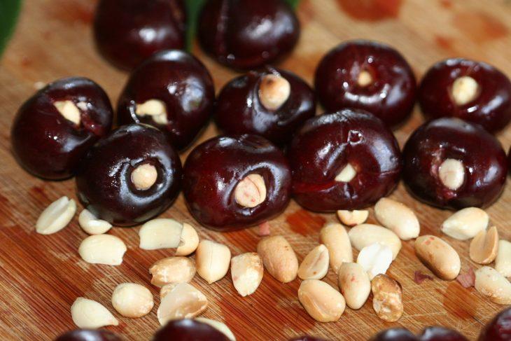 Вишни с орехами