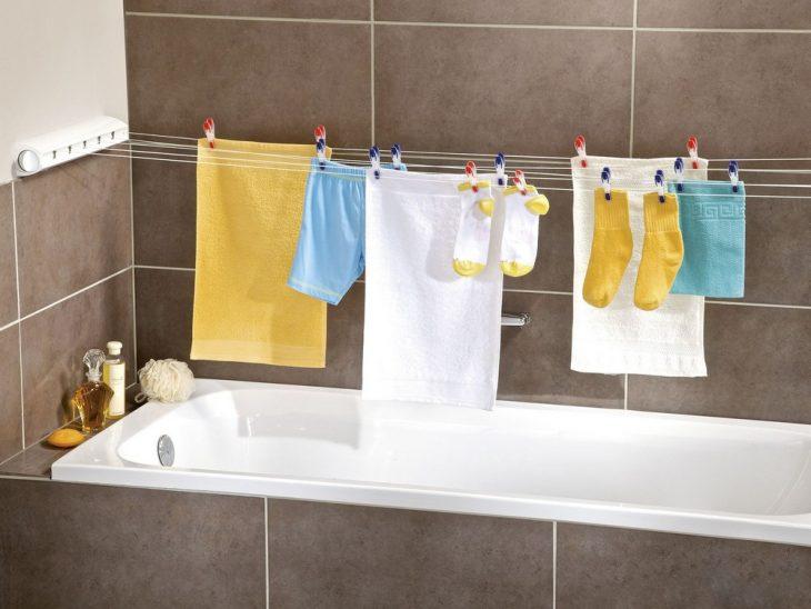 одежда над ванной