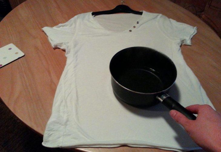 гладить кастрюлей