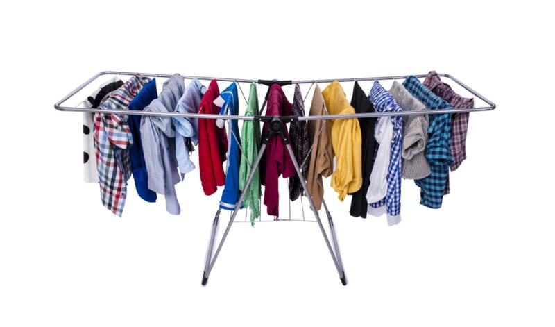 Почему сушить бельё в квартире опасно: доводы экспертов и врачей