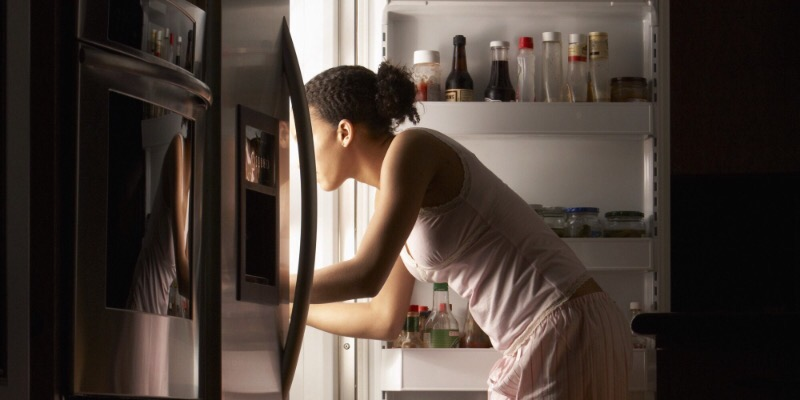 Подруга верит, что если положить деньги в холодильник, ее желание сбудется