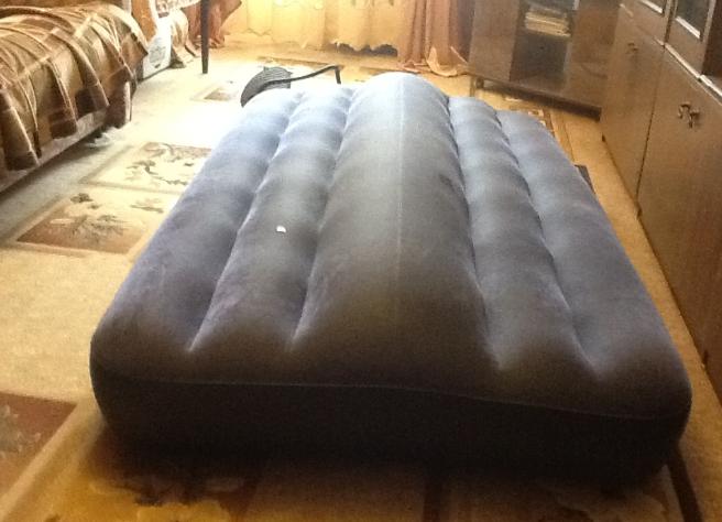 Горб на надувном матрасе