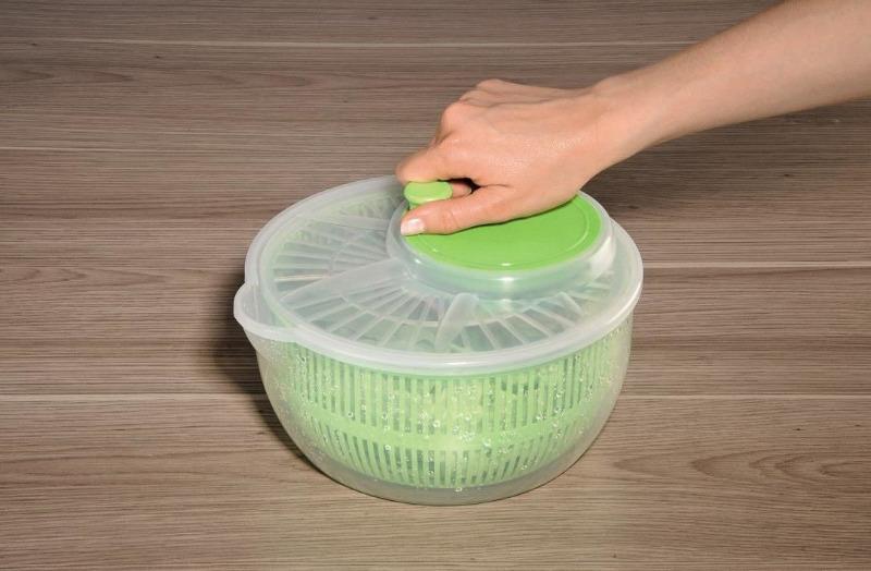Как за пару минут постирать бюстик в сушилке для зелени