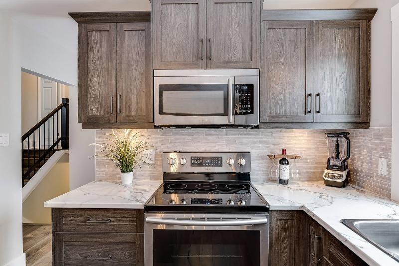 Куда поставить микроволновку: лучшие и худшие места на вашей кухне